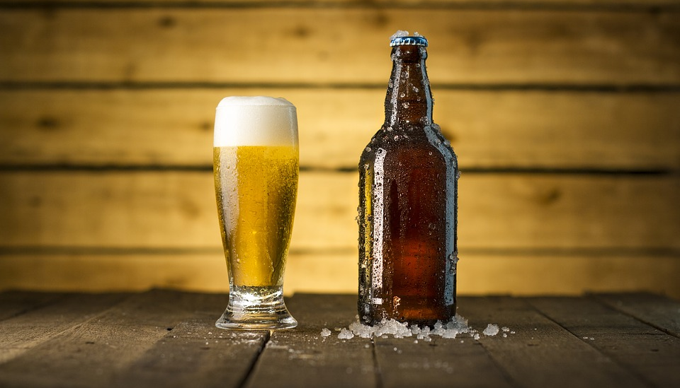 Bierglas plus Bierflasche